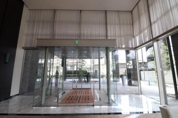 【外観】メイン出入口外観です!ホテルを思わす清潔感の印象です!トリプルセキュリティで安心!