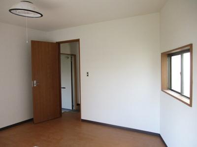 個人の部屋や寝室として使える洋室です☆