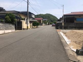 前面道路【北東側:幅員8.0m】