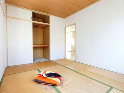 南西向き洋室6帖のお部屋にある収納スペースです!お部屋がすっきり片付いて快適に!※参考写真※