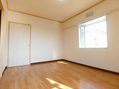 玄関から入って左手にある洋室6帖のお部屋です☆子供部屋や書斎・寝室など多用途に使えそうなお部屋です♪※参考写真※