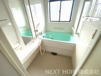 浴室です♪一日の疲れおw癒してくれます!大きな窓も有り、換気も十分にできますね(^^)