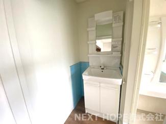 洗面化粧台です♪シャワー水栓で使い勝手もいいですね(^^)
