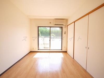 6.2帖の寝室です。広々クローゼット付です。