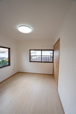 2階 採光・通風がよいお部屋なので気持ちよく過ごせます。
