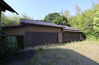 香取市下飯田 中古戸建 笹川駅 敷地も広々としており、日当たりはよさそうです。