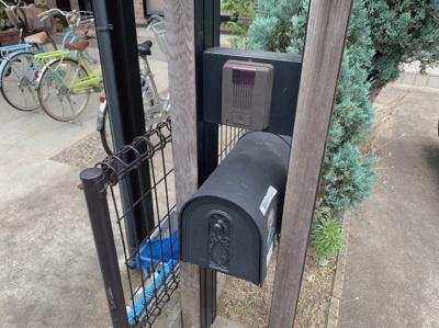 可愛い形の郵便受けです。