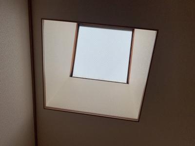 洋室に最高の為の天窓もあります。