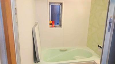 浴室は湿気がたまりやすく、換気扇だけではどうしてもカビが出やすいです。