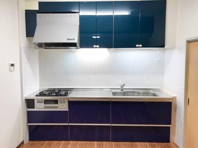 ブルーのシステムキッチンです♪