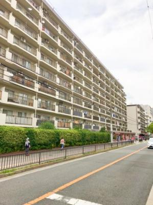 総戸数224戸の大きなマンションです♪大阪メトロ御堂筋線「江坂駅」まで徒歩4分の好立地です♪