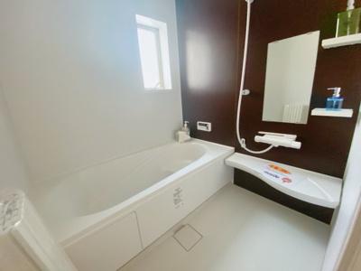 【同社施工事例写真です】1坪の広々バスルーム♪浴室乾燥付で雨の日でも楽々お洗濯♪ゆったりと一日の疲れを癒す快適空間に♪