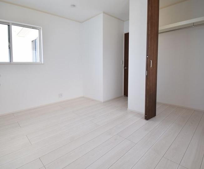 2階6.5帖 シンプルなお部屋です。どんな家具でも映えます。
