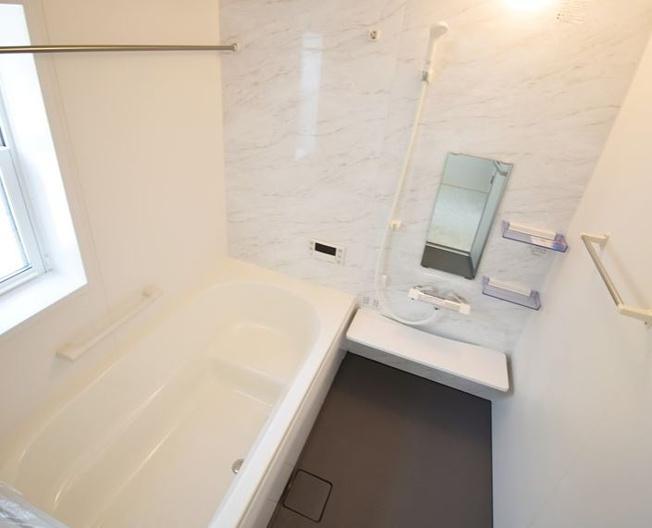 浴室乾燥機付の一坪バスです。足を伸ばせてリラックスできます。