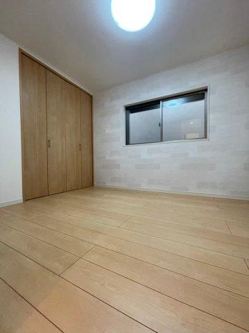 お部屋のイメージに合わせてクローゼットも木目調なので統一感があります♪