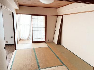 縁側のある和室です。南向きで採光良好です。