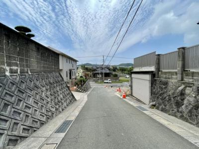 【前面道路含む現地写真】リーブルガーデン 宗像市三倉第五(1号棟)