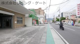 遊亀通り沿いの為、車でのアクセス良好です。