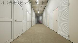 甲府市若松町 屋内型トランクルーム 全24室