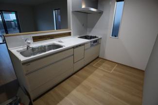 木更津市 文京 新築戸建て 木更津1号棟 キッチン 食洗器もついており家事の時短にもなります。