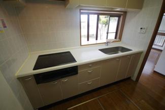 使いやすい対面式システムキッチン