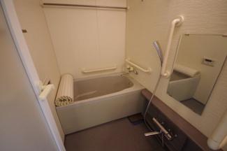 浴室内は手すりがあるので入浴時安心です