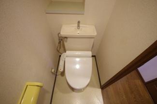 トイレ、洗浄便座付きです