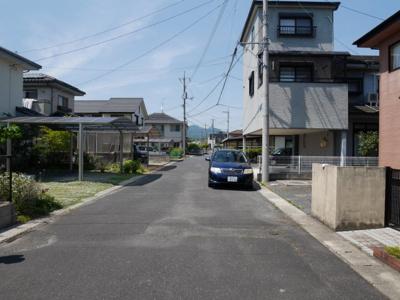 【前面道路含む現地写真】津山市押入 中古住宅 3DK+離れ
