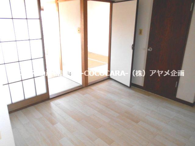 【居間・リビング】ピアネーズ 小長井 215号室