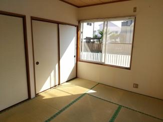 洋室と続き間になっている和室です。