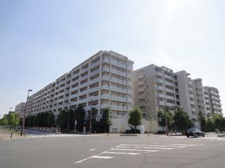 JR武蔵野線「越谷レイクタウン」駅より徒歩2分!地上8階建の4階部分、南向き「3LDK」の住まいです。