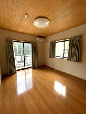 広々約12帖の洋室は是非寝室にどうぞ。