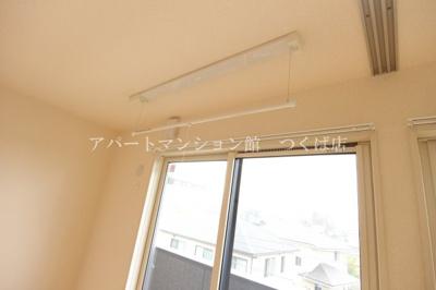 雨の日のお洗濯も安心の室内物干し付き☆彡