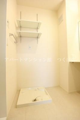 室内洗濯機置き場☆上部には便利な棚付き☆彡