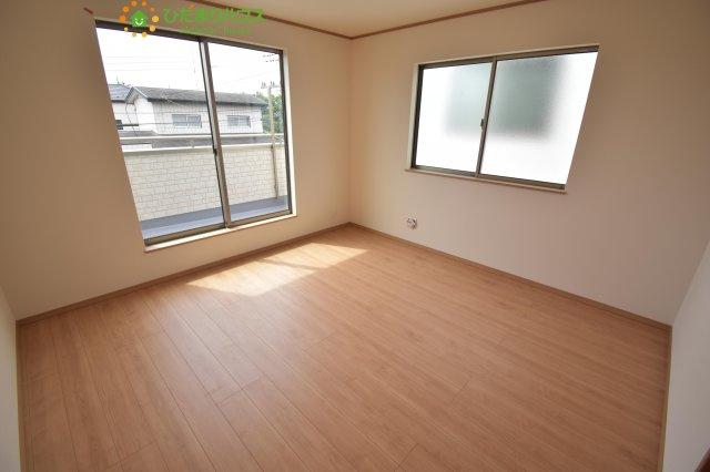 バルコニーに面したお部屋は主寝室にピッタリ☆彡広々8帖です!