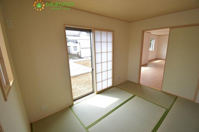 家事を行ったり、趣味のスペースや団らんのスペースとしてもマルチに活用できる和室!