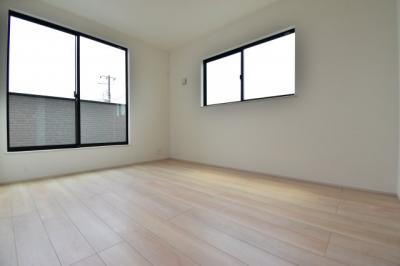 約6帖の洋室。各居室2面採光で明るく収納も完備。あなたならどんなお部屋として使いますか?