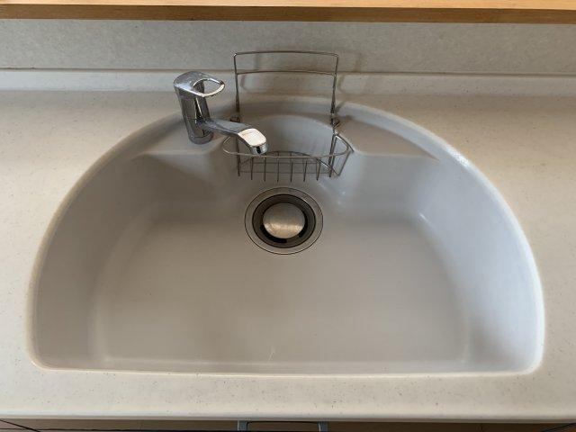 浴槽は足を伸ばせるくらいの広さでゆったり入浴していただくことが出来ます。