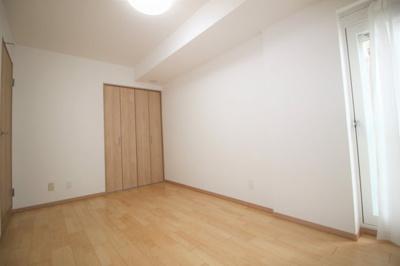 約6.2帖の洋室です。