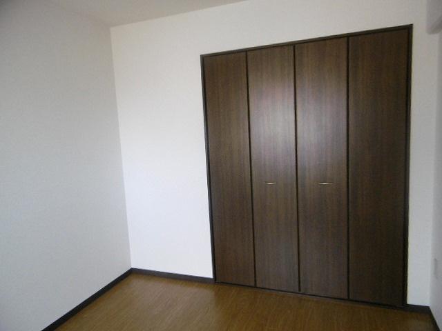 収納スペースがありお部屋がすっきりとします(同物件別室写真です)