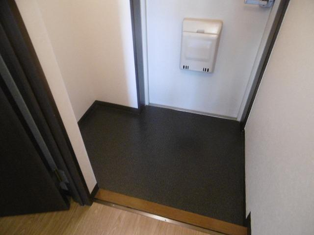 落ち着いた玄関です(同物件別室写真です)