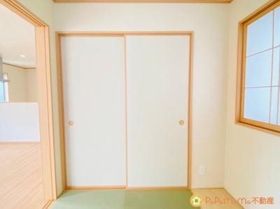 和室に備わった押入です。 布団やおもちゃなどもしっかり入ります♪
