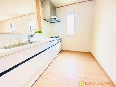 お子様の様子を見ながらお料理ができる対面式キッチンです♪