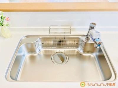 水栓と浄水器が一体になった多機能設計です。