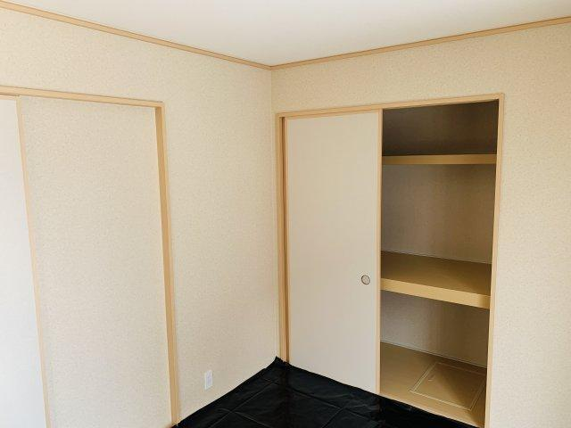 【同仕様施工例】押入 開口部が広いのでムダなく利用できます。座布団やお布団、季節物の家電など収納できます。