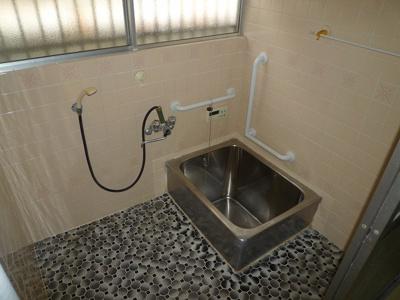 【浴室】黒川東二丁目13番17号