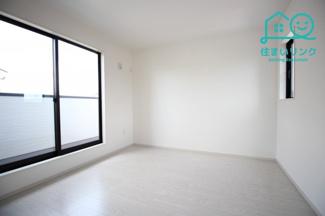 2階6.6帖の洋室です。 このお部屋にもバルコニーがあります。
