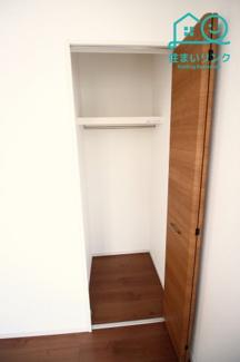 2階6帖のお部屋の収納スペースです。