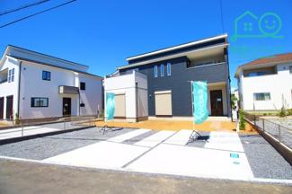 完成しました!横並び3台可能な駐車スペースです。 日当たりの良いお庭も付いています!