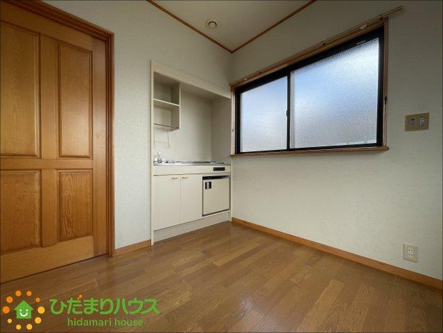 こちらのお部屋にはミニキッチンがついています。